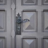 door-690704_640